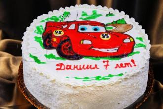 Детский торт с рисованной машиной