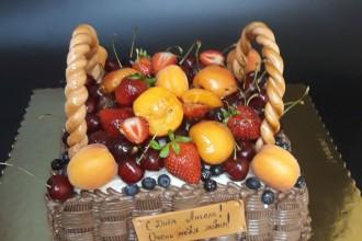 """Праздничный торт """"Корзина с фруктами"""""""