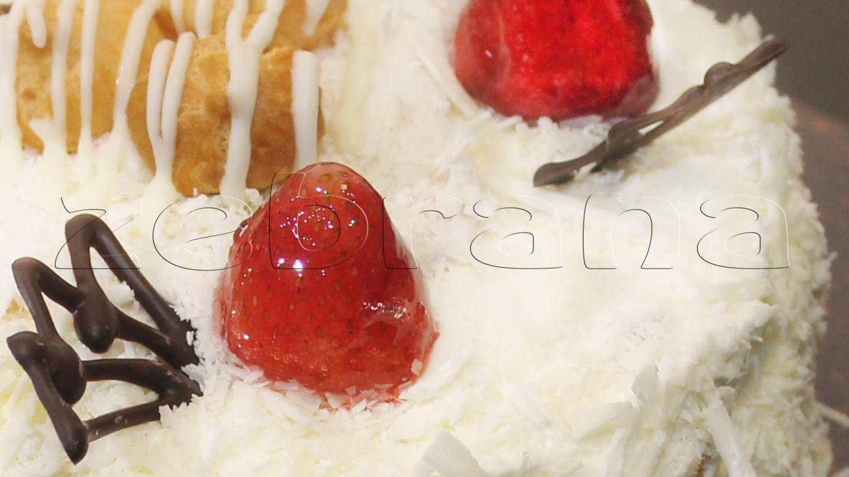 "Торт из заварного теста ""Дамский праздник"""