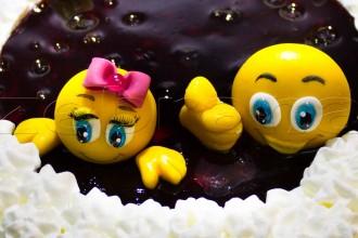 Детский торт с черникой «Колобки»