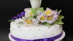 Свадебный торт с букетами цветов