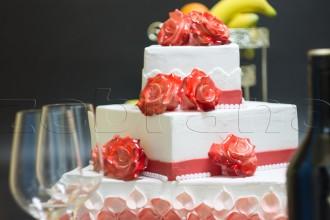 Свадебный торт 3 ярусный с розами